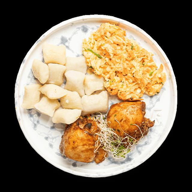 kurczak pieczony z kopytkami i surówką colesław